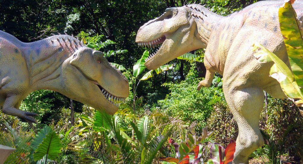 Tiranossauros lutando (imagem referencial)