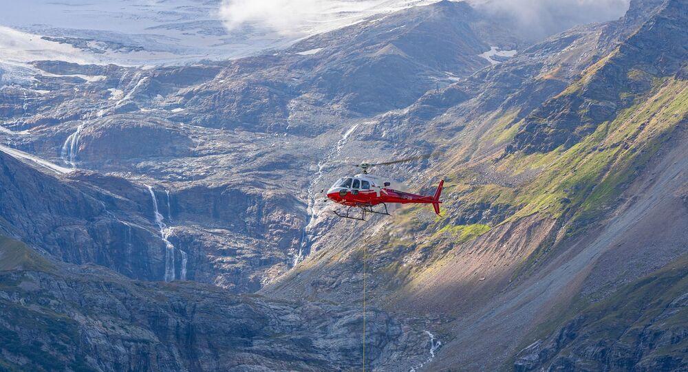 Helicóptero nas montanhas