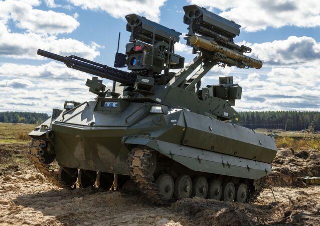 Veículo de ataque robótico Uran-9 no polígono de Mulino, região de Nizhny Novgorod, Rússia