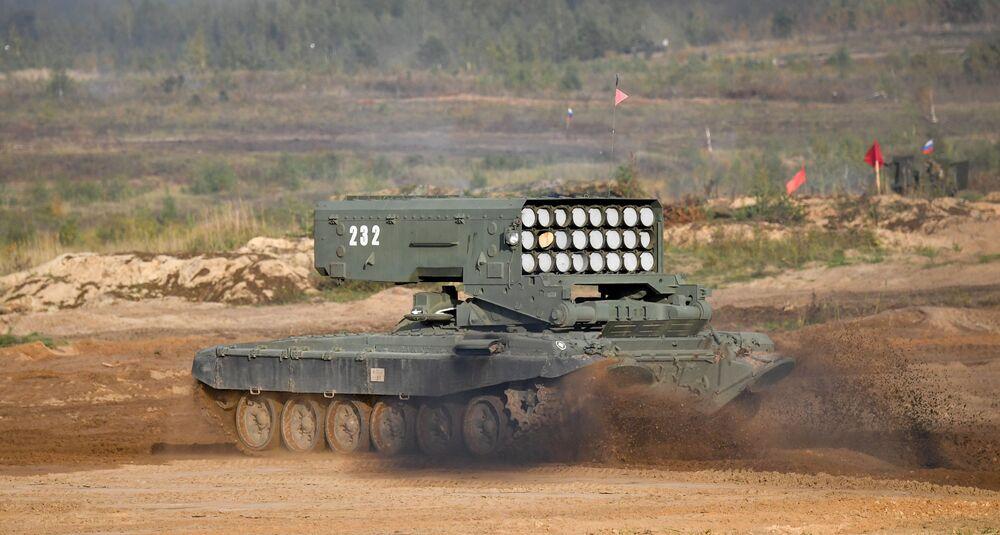 Sistema de lança-chamas pesado TOS-1A durante a etapa principal dos exercícios militares Zapad 2021, no polígono Mulino, região de Nizhny Novgorod, Rússia