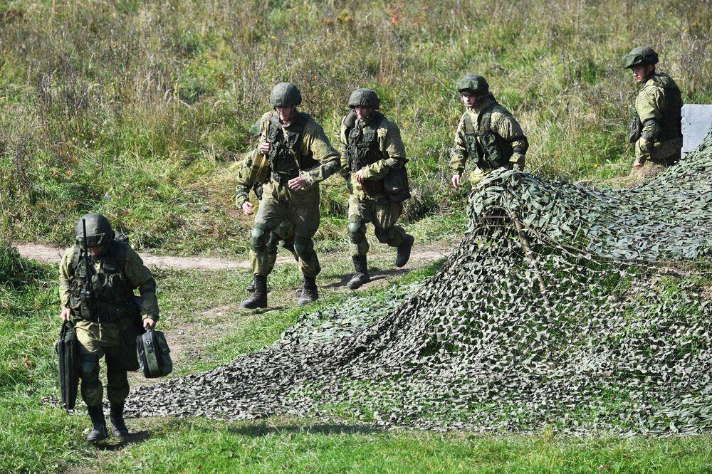 Soldados durante os exercícios militares estratégicos Zapad 2021 realizados em conjunto pela Rússia e Belarus, no polígono de Pravdinsky, região de Kaliningrado, Rússia