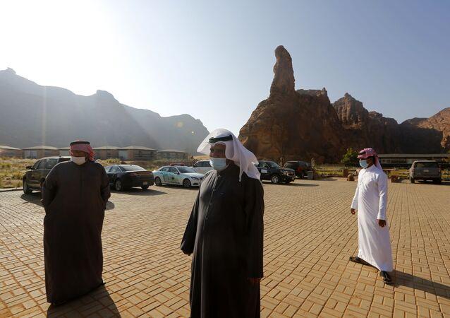 Sauditas no estacionamento durante o 41º Conselho de Cooperação do Golfo em Al Ula, Arábia Saudita, 5 de janeiro de 2021