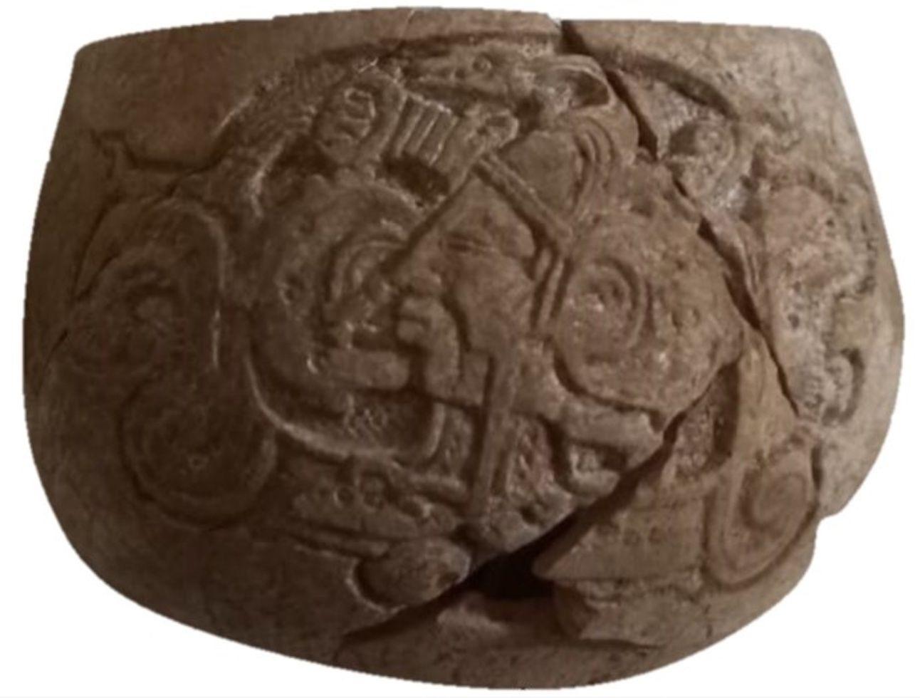 Recipiente antigo com escrita hieroglífica maia descoberto na península de Yucatán no México