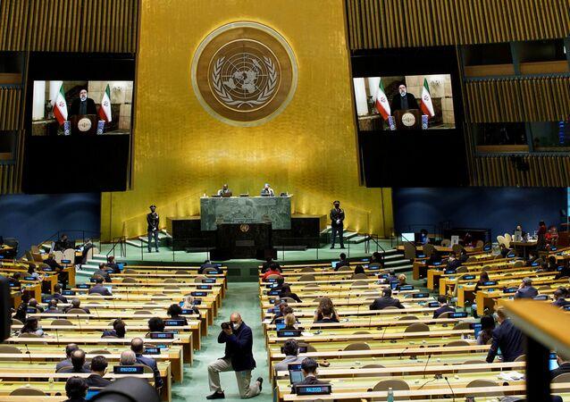 Ebrahim Raisi, presidente do Irã, fala por videoconferência na 76ª sessão da Assembleia Geral da ONU em Nova York, EUA, 21 de setembro de 2021