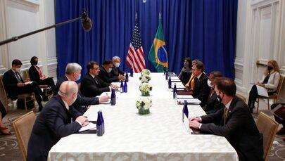 Secretário de Estado dos EUA, Antony Blinken (à direita), e ministro das Relações Exteriores do Brasil, Carlos França (à esquerda), se reúnem durante 76ª sessão da Assembleia Geral da ONU