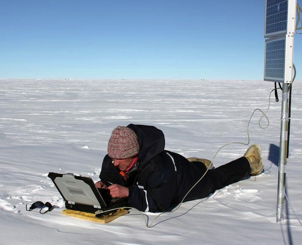 Cientista russo trabalhando na estação Vostok, na Antártida, em 2014