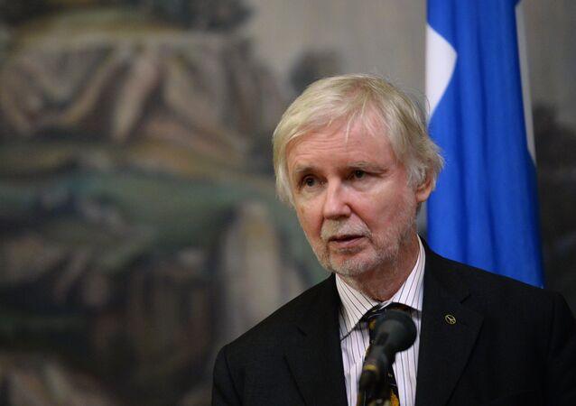 O ministro das Relações Exteriores finlandês Erkki Tuomioja