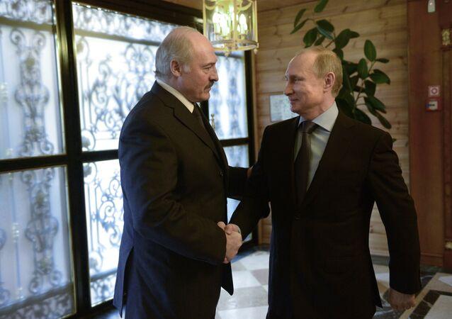 Aleksandr Lukashenko e Vladimir Putin, presidentes de Bielorrússia e Rússia