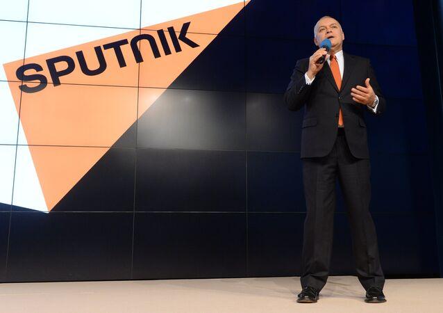 Dmitry Kiselev apresenta a agência e rádio Sputnik