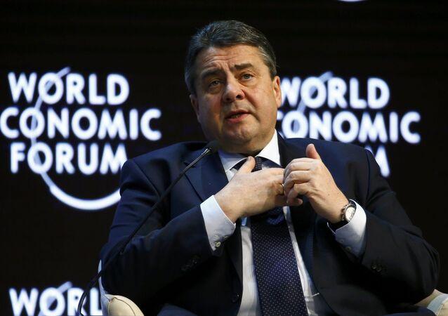 O ministro da Economia alemão Sigmar Gabriel fala no Fórum Econômico Mundial