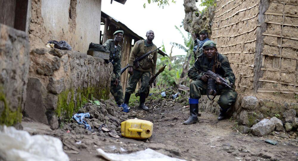 Soldados do Exército da República Democrática do Congo durante uma operação contra rebeldes (foto de arquivo)