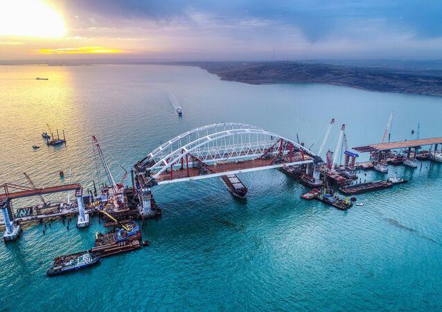 Obras de construção da ponte da Crimeia