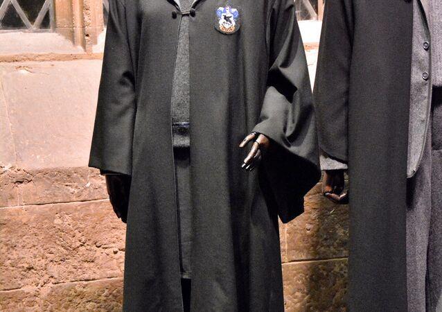 Capa do estudante da Escola de Magia e Bruxaria de Hogwarts