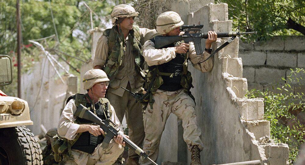Tropas dos EUA disparam contra atiradores em Mogadíscio, Somália, em 1993