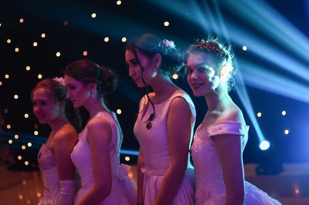 Participantes do grande baile de cadetes no Kremlin, Moscou