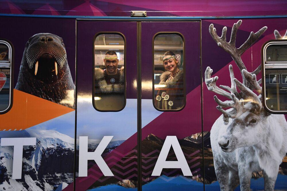 Lançamento de novo trem no metrô moscovita, dedicado ao Extremo Oriente russo