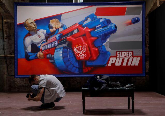 Exibiçaõ SuperPutin em Moscou