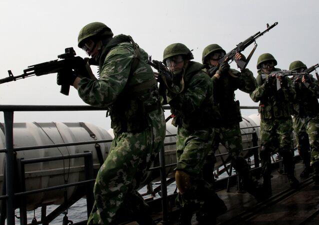 Fuzileiros da Frota do Pacífico da Marinha russa protegem a região de Kamchatka (Extremo Oriente russo)