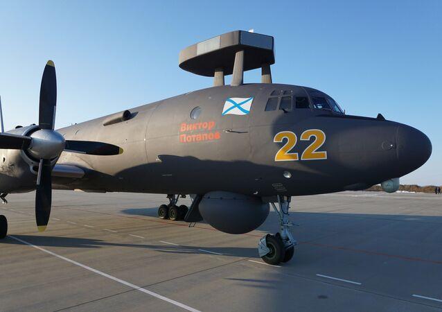 Avião Il-38N no centro de treinamento em Yeysk na região de Krasnodar