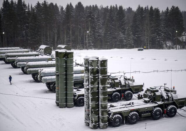 Sistemas russos S-400