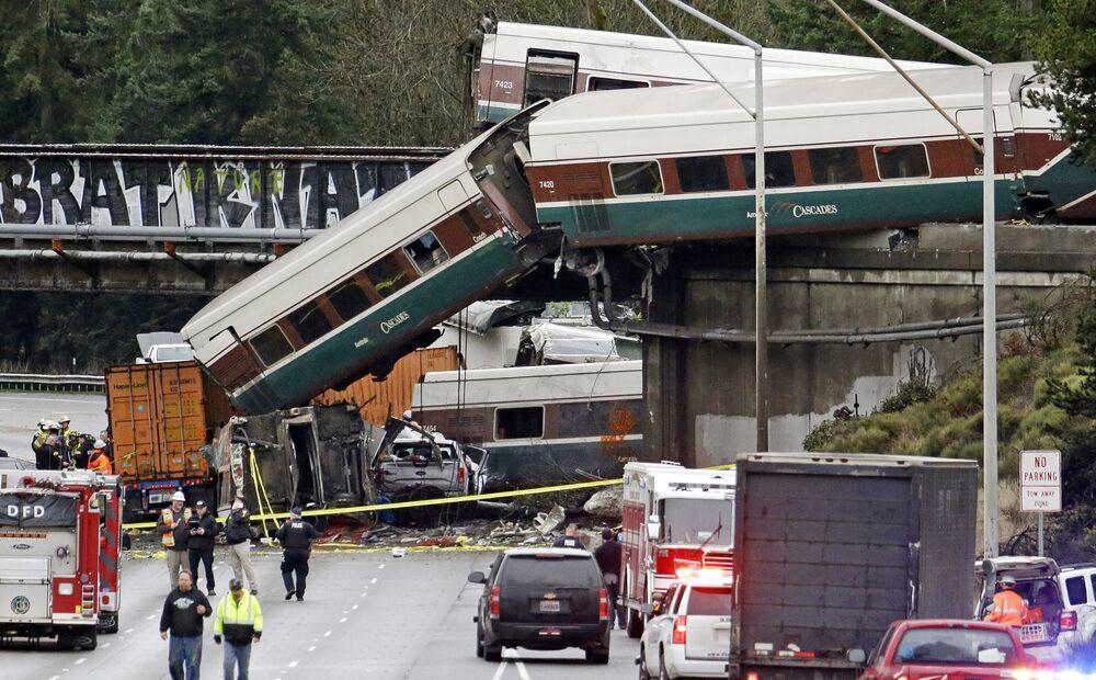 Trem de alta velocidade Amtrak que descarrilou no estado de Washington, em 18 de dezembro, deixando vários mortos e dezenas de feridos