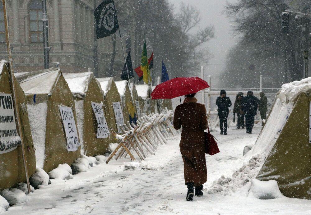 Campo de barracas dos simpatizantes do ex-presidente georgiano e ex-governador da região de Odessa ucraniana, Mikhail Saakashvili, no centro de Kiev, em 18 de dezembro de 2017