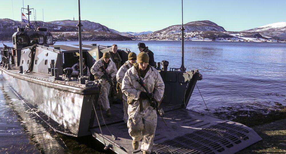 Fuzileiros navais dos EUA na Noruega participam dos exercícios Cold Response