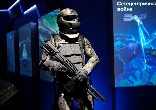 Maqueta do futuro equipamento de combate russo Ratnik