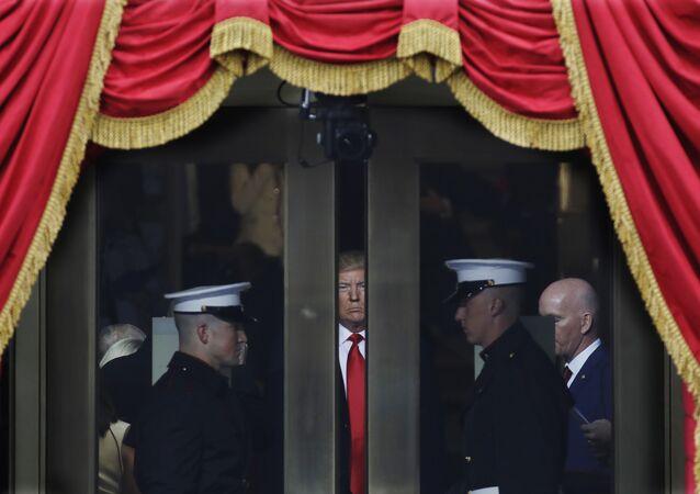 Donald Trump prestes a entrar em sua cerimônia de posse como presidente em Washington, em janeiro.