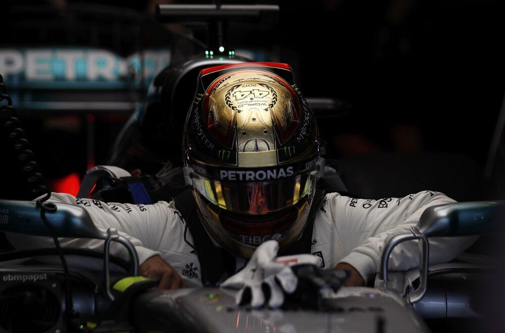 O piloto inglês Lewis Hamilton venceu pela quarta vez o campeonato mundial de Fórmula 1.