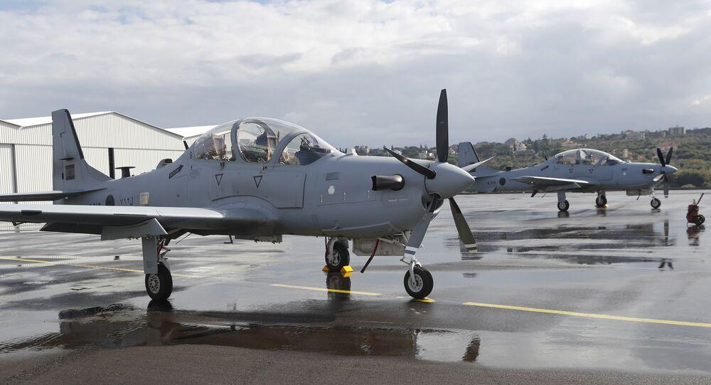 Dois A-29 Super Tucano na base aérea de Hamat, norte do Líbano, terça-feira, 31 de outubro de 2017 (AP Photo/Hussein Malla)