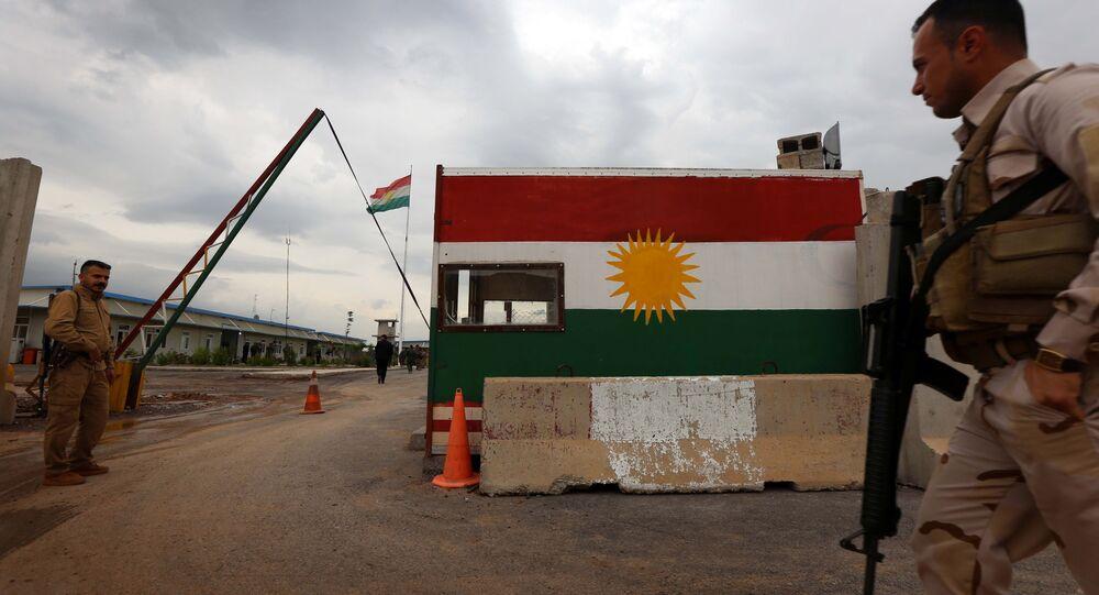 Membros das forças Peshmerga em Khazir, perto do ponto de checagem curdo de Aski Kalak, a 40 quilômetros a oeste de Arbil, capital do Curdistão iraquiano