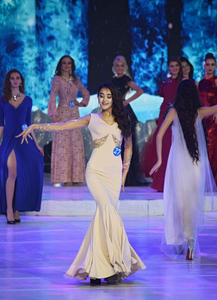 Alia Iskanderova, residente da cidade russa de Novossibirsk, que conquistou o título da primeira vice-Miss do concurso internacional Embaixadora da Beleza 2017