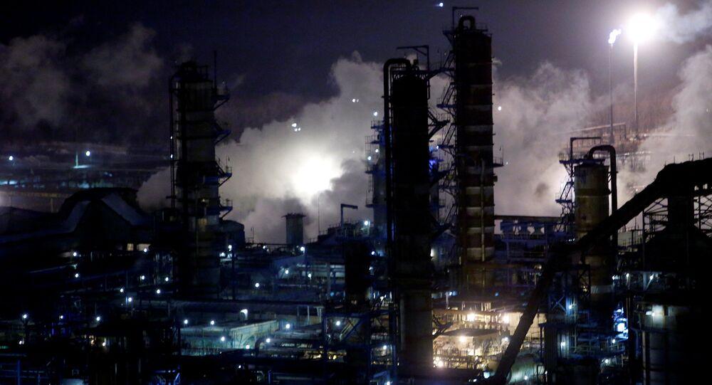 Refinaria de petróleo (imagem ilustrativa)