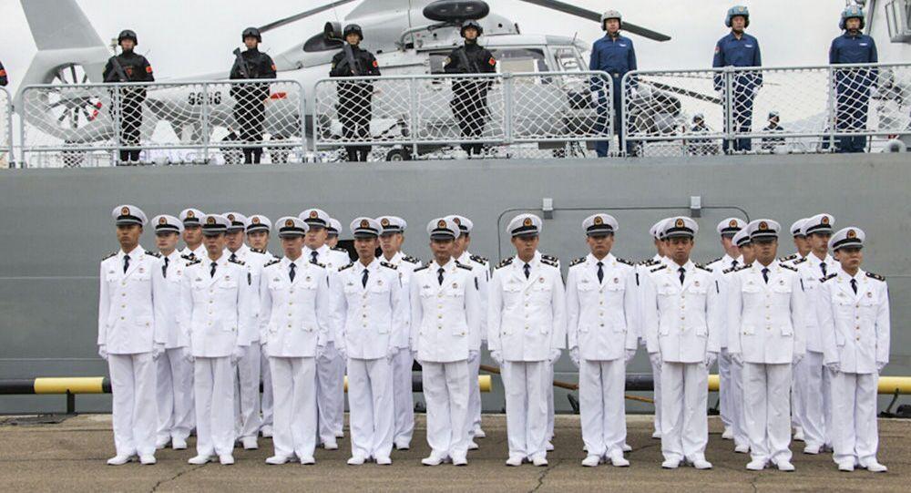 Os militares da Força Naval da China durante a cerimônia de abertura dos exercícios sino-russos Cooperação Naval 2015