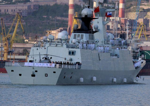Navio da China que participa nos exercícios navais Cooperação Naval 2015