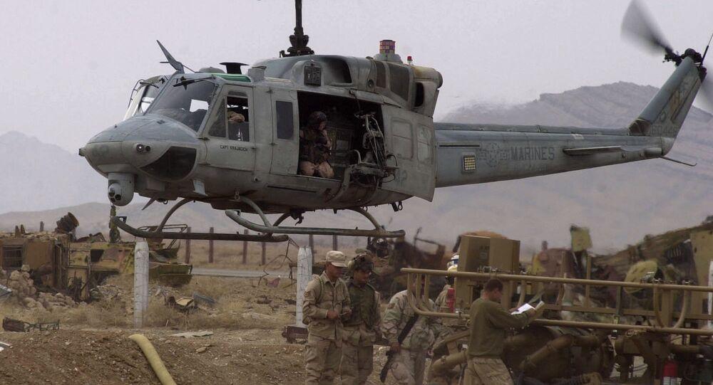 Helicóptero militar dos EUA AH1-Huey no aeroporto de Kandahar, Afeganistão (foto de arquivo)
