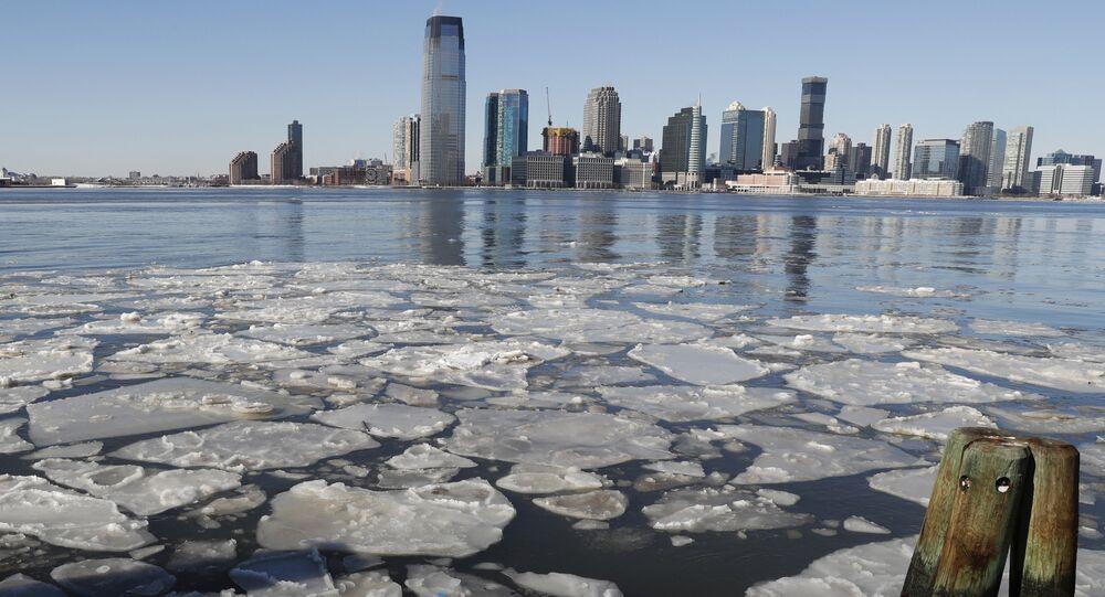 Gelo flutua no rio de Hudson, 7 de janeiro de 2018