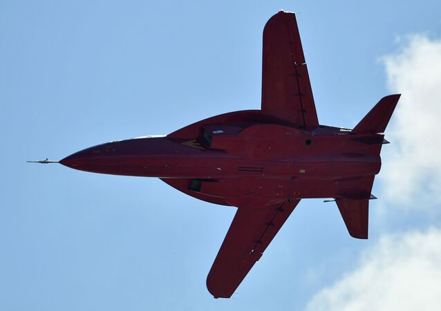 Avião a jato SR-10
