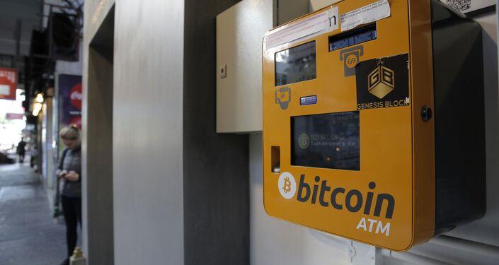 Caixa eletrônico do bitcoin instalado em área pública, Hong Kong