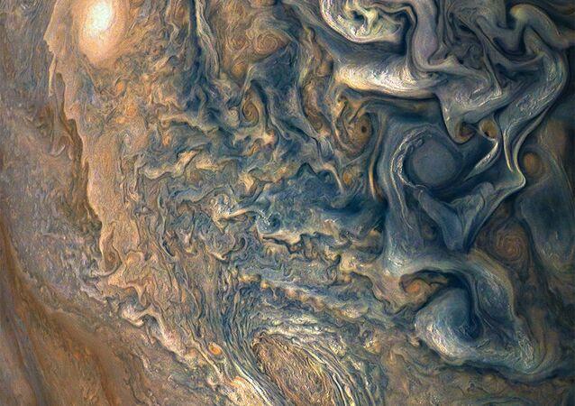 Atmosfera de Júpiter vista da nave espacial Juno, 4 de janeiro de 2018