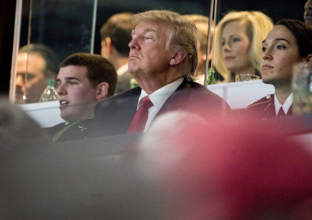 Presidente dos EUA, Donald Trump, assiste jogo de futebol da NCAA entre equipes de Georgia e Alabama, 8 de janeiro de 2018