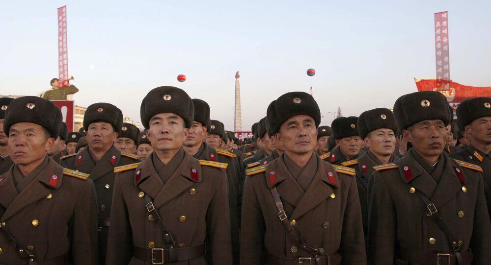 Militares norte-coreanos na Praça de Kim Il-sung em Pyongyang, Coreia do Norte (foto de arquivo)