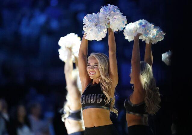 Animadoras de torcida durante jogo da NBA entre Dallas Mavericks e Orlando Magic