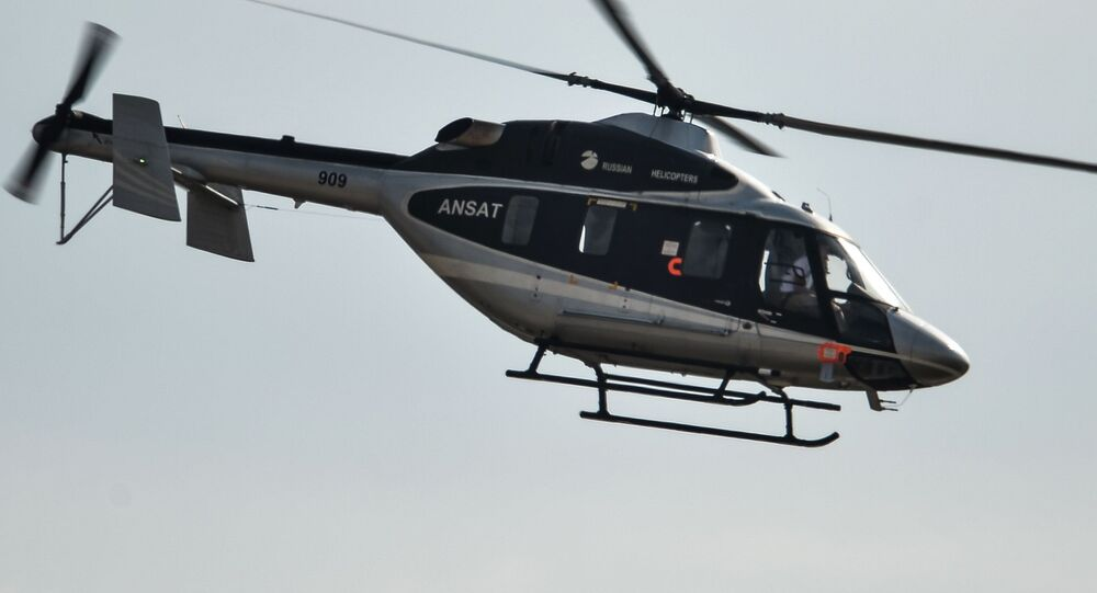 Helicóptero Ansat durante voo de demonstração no evento MAKS 2015 (foto de arquivo)