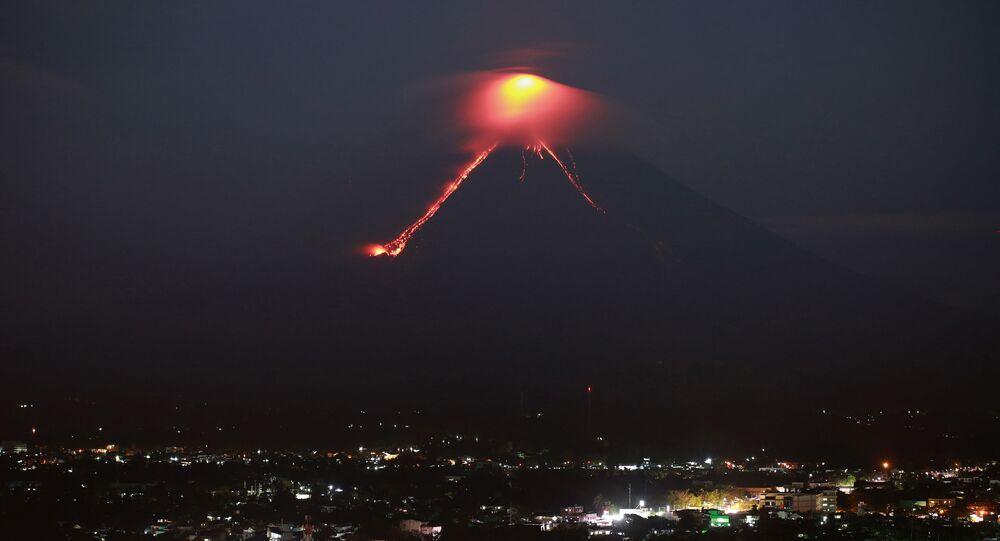 Erupção do vulcão Mayon, nas Filipinas (foto de arquivo)