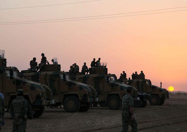 Militares turcos na fronteira turco-síria, foto de arquivo