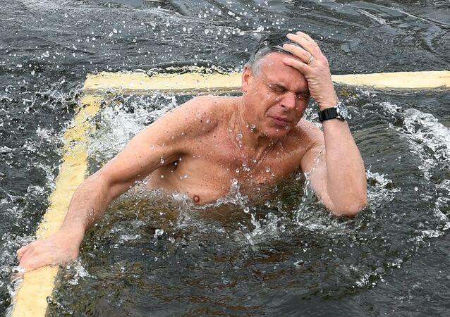 Embaixador dos EUA na Rússia participa do dia da Epifania.