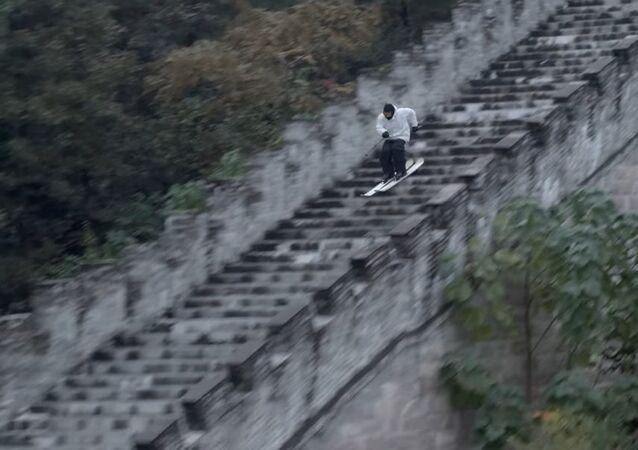 Candide Thovex esquia a Grande Muralha da China