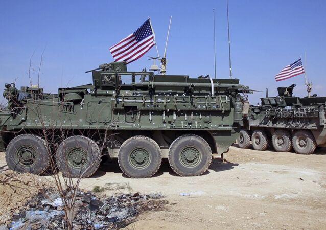 Patrulha dos EUA nos arredores de Manbij, Síria